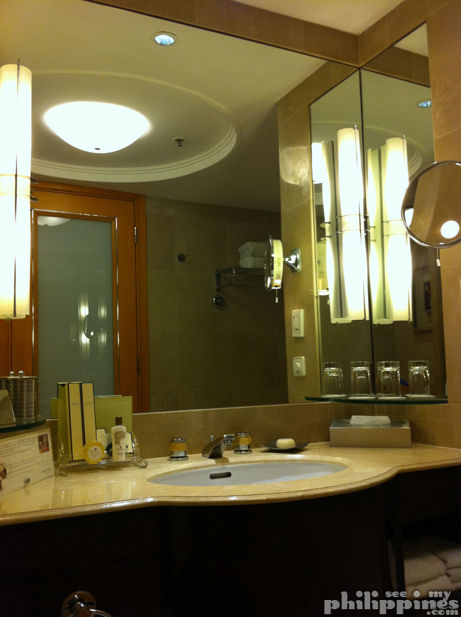 Shangri La Makati Bathroom